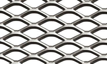 La malla metálica expandida puede ser aplanada o aplanada para obtener una superficie plana y lisa.