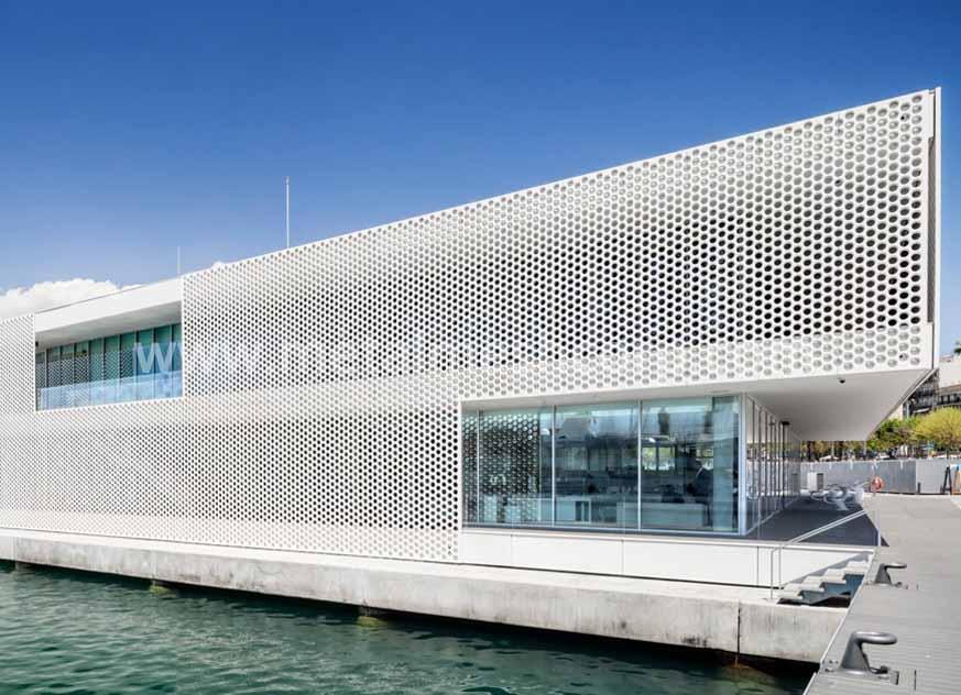 Paneles de fachada externos con malla perforada de arquitectura